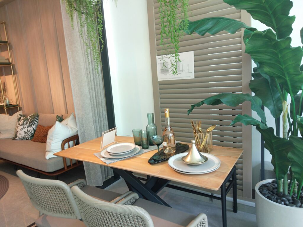 Singapore luxury real estate Condo Sales with Sea View